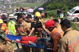 Lật xe tại Trung Quốc làm 12 người thiệt mạng