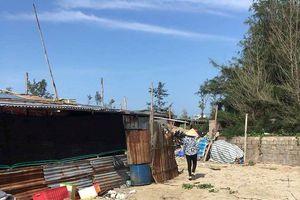 Tháo dỡ hàng rào thép gai chặn ngang bãi Sau biển Mũi Né