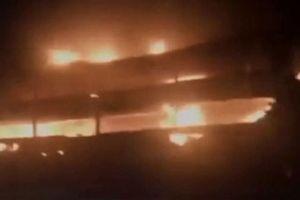 Xe giường nằm chở 45 người bốc cháy khi đang lưu thông