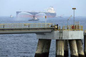 Giữa căng thẳng Mỹ - Iran, 2 tàu chở dầu Ả-rập Xê-út bị tấn công phá hoại