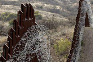 Mỹ dùng tiền hiện đại hóa tên lửa để xây bức tường biên giới với Mexico