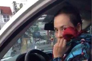 Một phụ nữ bịt mặt, siết cổ chủ nợ dọa giết
