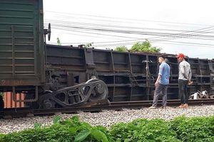 Tàu hàng trật bánh, tuyến đường sắt Bắc - Nam bị tê liệt