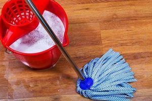Cảnh báo 5 sai lầm tai hại 99% nhà nào cũng mắc khi dùng nước lau sàn