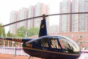 Ông bố đại gia bị chế giễu vì đưa con đi học bằng trực thăng