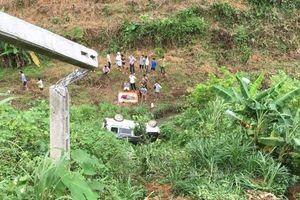 Lào Cai: Ô tô 7 chỗ lao xuống vực, hai vợ chồng thương vong
