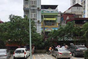 Cháy bếp ăn trường mầm non tư thục, người dân trèo lên mái nhà giải cứu nhiều trẻ nhỏ