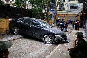 Nữ tài xế lùi xe Camry gây chết người trong ngõ ở Hà Nội là đại tá công an