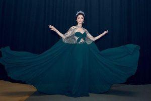 Không phải Tiểu Vy hay Đỗ Mỹ Linh, đây mới là nàng hậu cover màn pose dáng 'thần thánh' của Hương Giang đỉnh nhất