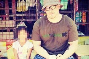 Giận dữ vì tên tội phạm ấu dâm người Anh đến Việt Nam chơi nhạc