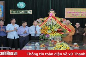 Đồng chí Phó Bí thư Thường trực Tỉnh ủy, Trưởng Đoàn ĐBQH tỉnh Đỗ Trọng Hưng chúc mừng các vị chức sắc, tăng ni, phật tử nhân Đại lễ Phật đản