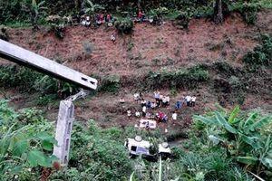 Lào Cai: Xe ô tô 4 chỗ lao xuống vực sâu khiến 2 vợ chồng thương vong
