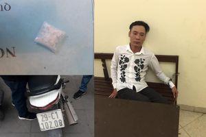 Bắt giữ đối tượng đi xe biển giả mang ma túy