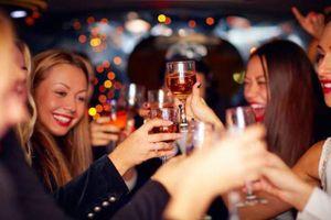 Những cơn say xỉn khiến người nổi tiếng ngớ ngẩn, bệ rạc