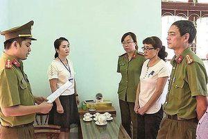 Bắt phó trưởng phòng sửa điểm thi THPT ở Hòa Bình