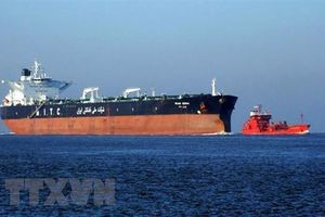 Tàu chở dầu bị tấn công gần eo biển Hormuz