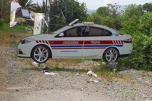 Cảnh sát dùng ôtô bằng giấy 'dọa' tài xế chạy quá tốc độ