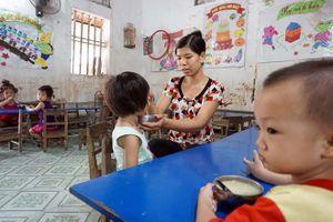 Hiệu trưởng trường mầm non chỉ đạo giáo viên cắt xén 1.746 suất ăn của trẻ