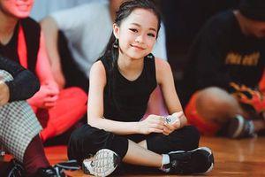 Mẫu nhí Minh Anh trở thành khách mời nhỏ tuổi nhất Hội thi Họa mi vàng