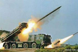 Cận cảnh pháo phản lực mạnh nhất Trung Quốc, bắn xa 150km