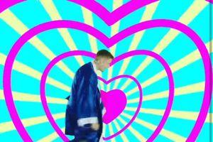 Justin Bieber tung clip hậu trường MV I Don't Care nhưng fan thắc mắc anh chàng có hơi… nhí nhảnh quá tay?