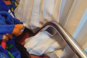 Bàn tay xấu xí của phụ xe khách giường nằm 'thích đi chơi xa' đụng chạm lên cơ thể nữ hành khách gây bức xúc
