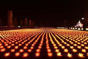 Đại lễ Vesak 2019: Hơn 40.000 ngọn nến được thắp sáng trong Đại lễ Hoa đăng cầu nguyện hòa bình thế giới