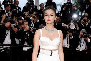 Selena Gomez, sao 'Endgame' khoe vẻ gợi cảm trên thảm đỏ LHP Cannes