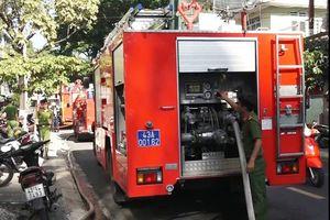 Cứu cụ ông bị liệt bên trong ngôi nhà đang cháy ở Đà Nẵng