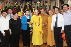 Chủ tịch Quốc hội Nguyễn Thị Kim Ngân thăm, chúc mừng Đại lão Hòa thượng Thích Phổ Tuệ