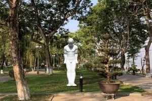Huế: Bức tượng 'Người đàn ông cúi chào' sẽ được đặt ở công viên 3/2