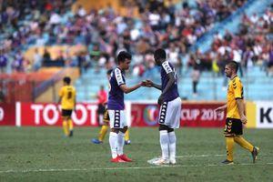 Trung vệ từng được thầy Park xếp đá tiền đạo giúp Hà Nội đi tiếp ở AFC Cup