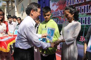 'Học bổng AIC nâng bước em vươn đến giấc mơ lên giảng đường'