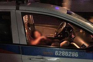 Người đàn ông tự sát sau khi đâm gục cô gái trong xe taxi