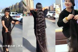 Bỗng nổi tiếng khi khoe bộ tóc dài gần 2 mét, suốt 15 năm không cắt