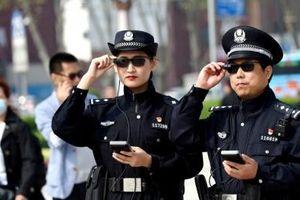 Với loại kính thông minh này, cảnh sát có thể dễ dàng tóm gọn những tên tội phạm