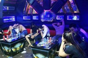 Phá 'động' mại dâm, ma túy trong quán karaoke