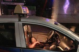 Nữ tài xế taxi bị đâm nguy kịch nghi do mâu thuẫn tình cảm
