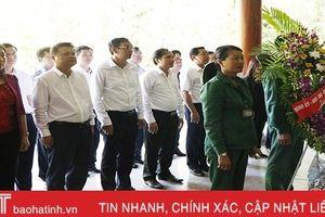 Đoàn cán bộ Thành ủy Hà Nội dâng hương tại các địa chỉ đỏ ở Hà Tĩnh