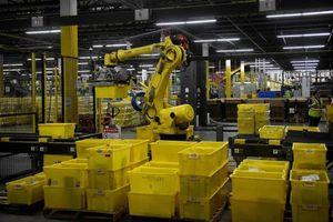 Amazon dùng máy đóng gói thay công nhân