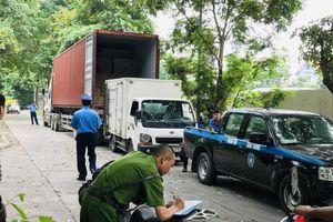 Bị vây bắt bất ngờ, xe tải nháo nhác tháo chạy khỏi KĐT Pháp Vân