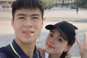 Cận cảnh Duy Mạnh chấn thương nặng vẫn đưa Quỳnh Anh đi chơi