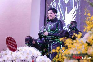 Quang Lê cùng dàn học trò đến mừng Ngọc Sơn ra mắt trung tâm âm nhạc sau 30 năm ca hát