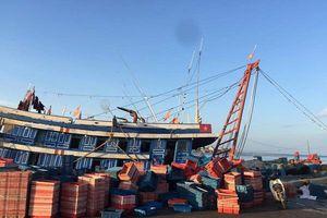 Quảng Bình: Ngộ độc khí trên tàu cá 4 ngư dân nguy kịch