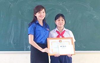 Khen thưởng học sinh nhặt 10 triệu đồng trả lại người mất