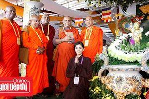 Trương Thị May mặc áo nhà Phật, vãn cảnh ngôi chùa lớn nhất Việt Nam
