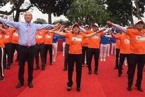 Bộ trưởng Y tế kêu gọi nhân viên y tế tập thể dục giữa giờ nâng cao sức khỏe