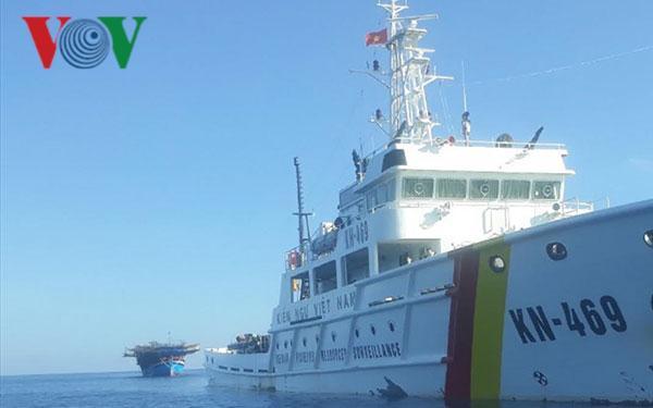 Kịp thời khắc phục sự cố tàu cá bị hỏng máy ở gần đảo Sơn Ca