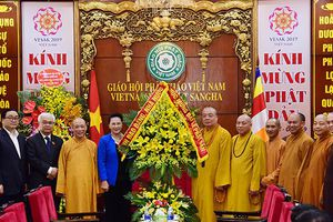 Chủ tịch Quốc hội chúc mừng Giáo hội Phật giáo Việt Nam nhân dịp lễ Phật đản