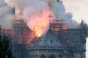Tranh cãi xung quanh việc tài trợ phục dựng Nhà thờ Đức Bà Paris